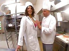 Il-waitress beurette fucking mal-chef fir-ristorant tiegħu! f